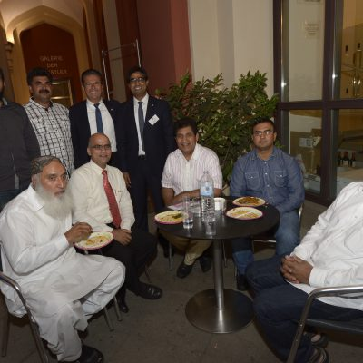 Lange Nacht der Konsulate 2015: Consul Dr. Poetis with respected Pakistani guests at the Iftar dinner