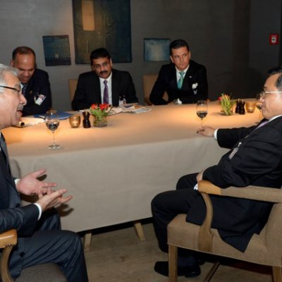 Economy Talks, February 2015:  In deep discussions: His Excellency Pakistani Minister of Defence Khawaja Asif and Vice- Foreign Minister of China Liu Zhenmin (front); (back from left to right) H.E. Pakistani Ambassador Hasan Javed, Pakistani Consul General Dr. Imtiaz Kazi, Pakistani Honorary Consul Dr. Pantelis Christian Poetis; (Photo: Schunk)