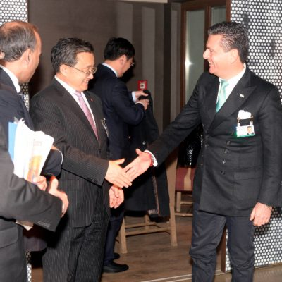 Economy Talks, February 2015: Liu Zhenmin, Chinese Vice-Foreignminister, with Consul Dr. Poetis