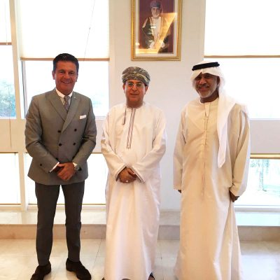 Consul Dr. Poetis, CEO, POWERGROUP with the CEO of the Public Establishment for Industrial Estates (PEIE) Mr. Hilal bin Hamad Al Hasani and Mr. Abbas Ibrahim Al Yousef. Th ey discussed bilateral cooperation opportunities between Oman and Germany as well as the regional economic situation.