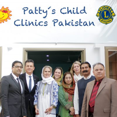 Celebration of the first Patty´s Child Clinic, January 2016: The team of Pakistan's Honorary Consulate in front of the Child Clinic in Chillianwala