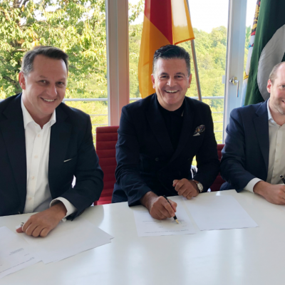 Market entry Pakistan: The  POWERGROUP provides medium-sized German companies access to the Pakistani Cyber Security market, July 2019: Tom Koehler, founder of connecting trust, Honorary Consul Dr. Pantelis Christian Poetis, CEO of POWERGROUP, Oliver Rolofs, Managing Partner, connecting trust, signing agreement on market entry cooperation for cyber security companies