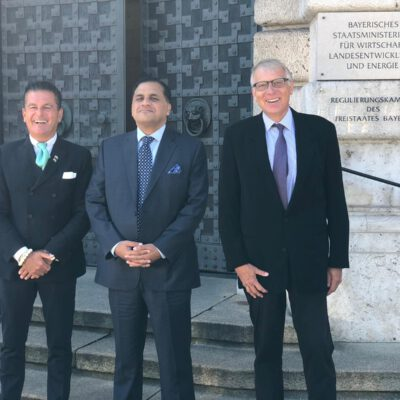 Honorary Consul Dr. Pantelis Christian Poetis and H.E. Ambassador Dr. Mohammad Faisal with Ulrich Konstantin Rieger, Senior Ministerial Council, in-front of the Bavarian Ministry of Economic Affairs, Regional Development and Energy ©HonorarkonsulatPakistanMUC