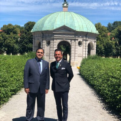 H.E. Ambassador Dr. Mohammad Faisal and Honorary Consul Dr. Pantelis Christian Poetis at the Hofgarten in Munich in between appointments  ©HonorarkonsulatPakistanMUC