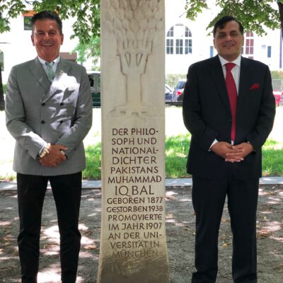 Honorary Consul Dr. Pantelis Christian Poetis and H.E. Ambassador Dr. Mohammad Faisal visiting the Iqbal Memorial at Munich Habsburgerplatz ©HonorarkonsulatPakistanMUC