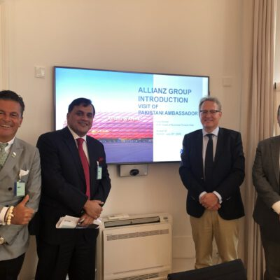 Honorary Consul Dr. Pantelis Christian Poetis, H.E. Ambassador Dr. Mohammad Faisal, Uwe M. Michel, Executive Vice President, Allianz SE and Rami Derbas, Business Division - Country Manager vor the MENA region, Allianz SE at Allianz offices in Munich ©HonorarkonsulatPakistanMUC